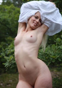Natural beauty Sandik a sexy Czech blonde