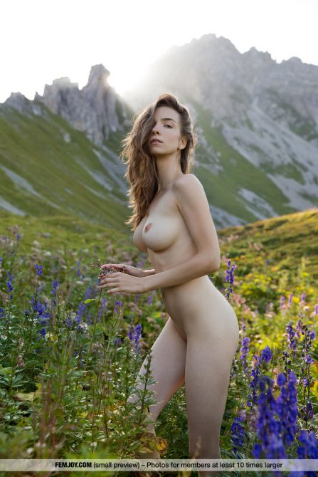 Slim nude beauty Mariposa the busty lady Of the mountains