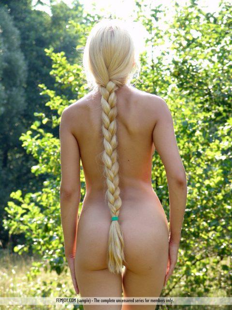 Aesthetic nude blonde Desiree has fun in the garden
