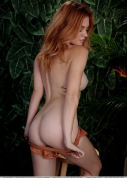 Breathtaking nude lady Celeste Rasmussen big green eyes