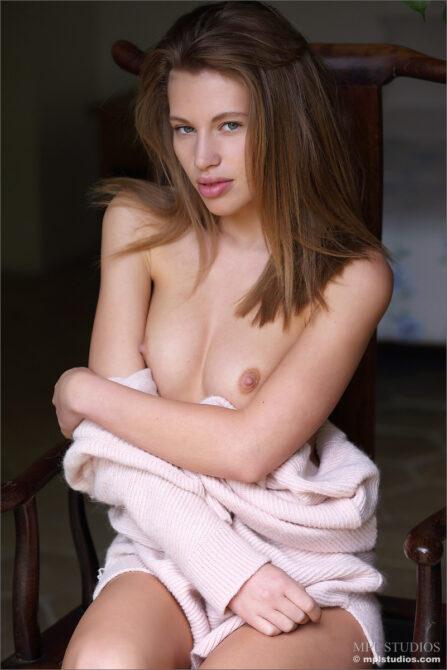 Sexy naked photos of Sofia a gorgeous fun-loving model