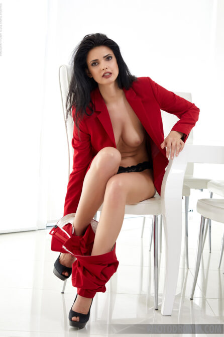 Sexy glamour babe looks fabulous sending erotic signals